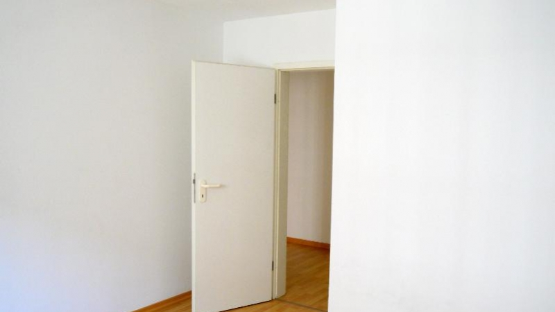 Die Wohnung ist überwiegend mit Laminat ausgestattet