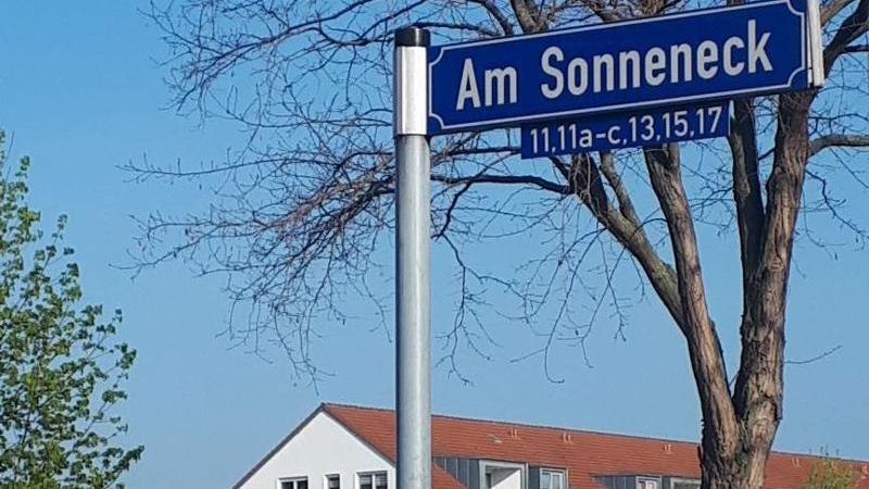 Begrüntes Stadtviertel am Ufer des Kulkwitzer Sees ...