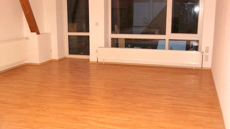oder Teppichboden ausgestattet.