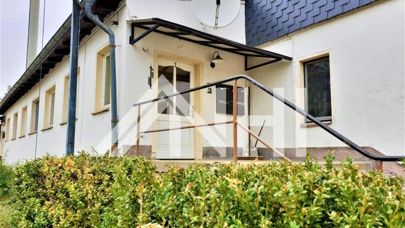 verteilt auf insgesamt ca. 516,00 m² Wohnfläche teils vermietet sind.