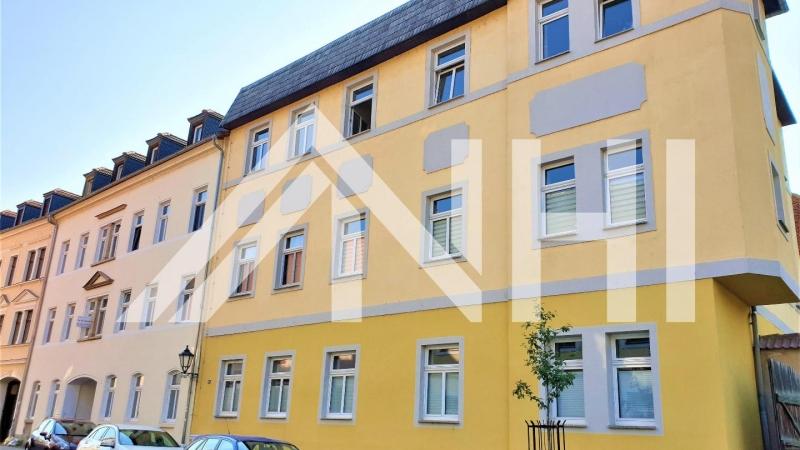 und drei top renovierte 3-Raum-Wohnungen.