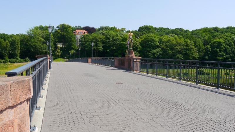 umgeben von Kulturdenkmalen und geschützten Landschaften,