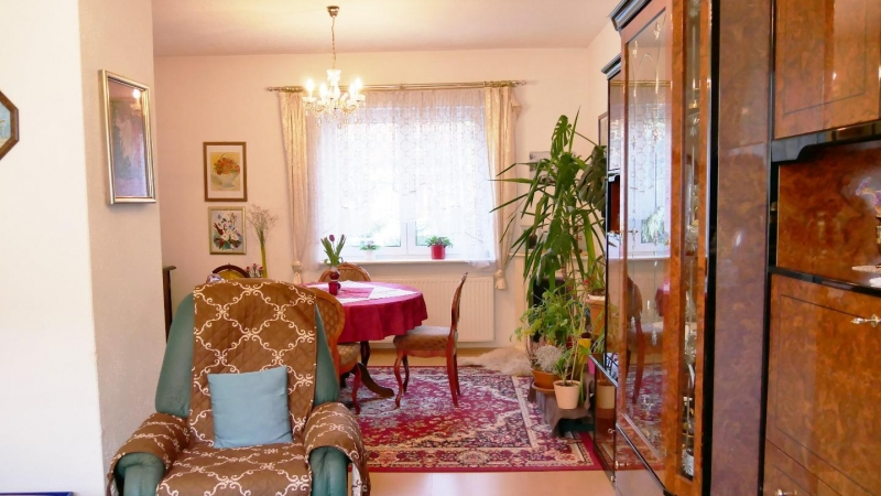 sonnige, helle Räume, viel grünen Freiraum